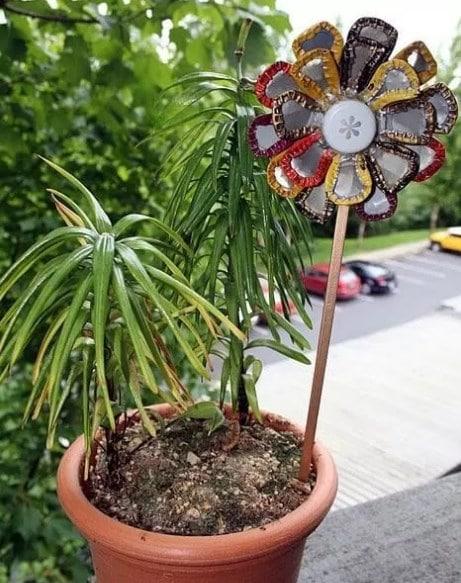 Bunga Hias dari Tutup Sedotan